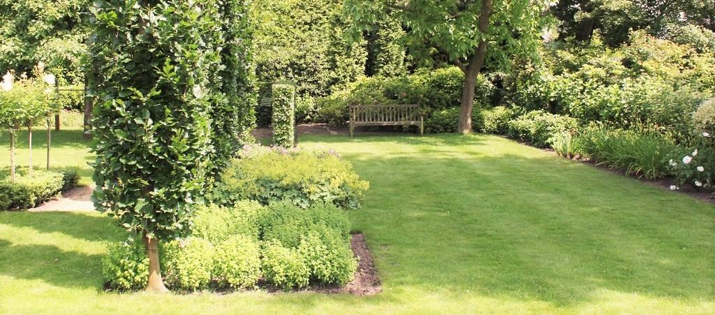 Tuinonderhoud roosendaal aanbouw huis voorbeelden for Prijzen tuinonderhoud